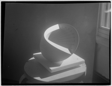 Barbara Hepworth, *Photograph of 'Sculpture with Colour (Deep Blue and Red)',* c.1940. Photograph © Bowness.