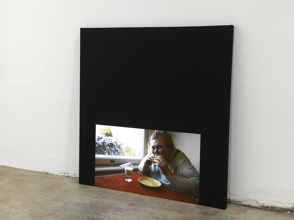 Iiu Susiraja, Hampurilainen, 2015. Video. 4'08. Installation view at Ramiken Crucible.